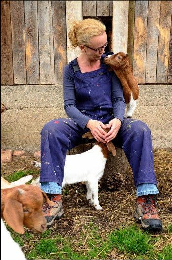 Fotoshooting mit Ziegen. Die in der Mitte bin ich. Foto: Hilger